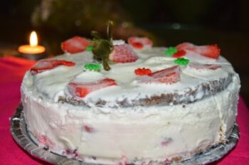 Ice Cream Strawberry Cake - Plattershare - Recipes, Food Stories And Food Enthusiasts