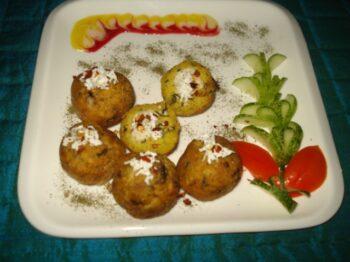 Paneer Stuffed Â????Methi Besan Balls. - Plattershare - Recipes, Food Stories And Food Enthusiasts