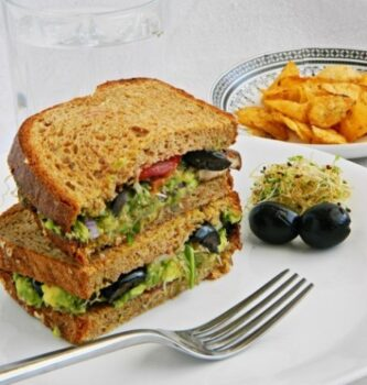 Guacamole And Alfalfa Sprouts Sandwich Recipe - Plattershare - Recipes, Food Stories And Food Enthusiasts