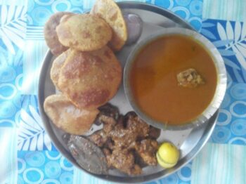 Komdi Vade And Chicken Rassa - Plattershare - Recipes, Food Stories And Food Enthusiasts
