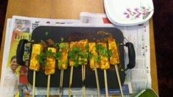 Paneer Kebab Skewers With Mint Chutney - Plattershare - Recipes, Food Stories And Food Enthusiasts