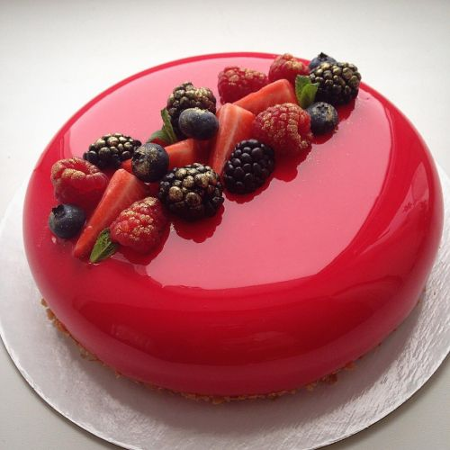 Mirror Glazed Cake - Thy Name Is Beauty! - Plattershare - Recipes, Food Stories And Food Enthusiasts