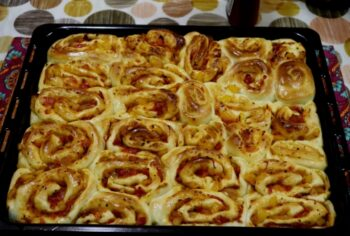 Pull Apart Bread Rolls With Pizza Flavour - Plattershare - Recipes, Food Stories And Food Enthusiasts