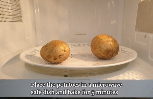 Microwave Baked Potato | Baked Potato In Microwave And Oven | How To Cook Baked Potato In The Microwave - Plattershare - Recipes, Food Stories And Food Enthusiasts
