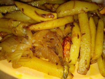 Aloo Bhaja/Potato Fry - Plattershare - Recipes, Food Stories And Food Enthusiasts