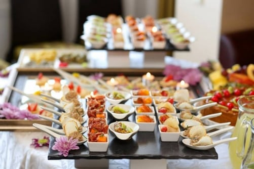 Planning To Host A Catered Event? Here's What To Know! - Plattershare - Recipes, Food Stories And Food Enthusiasts
